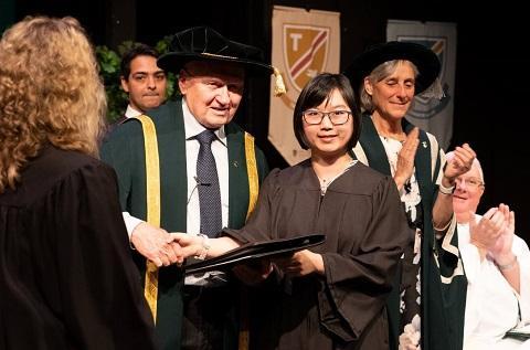 SJU stock image Graduation 2019
